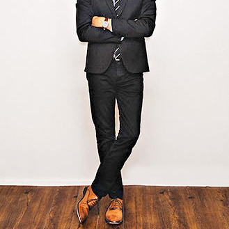 黒スーツに黒の革靴?そんなファッションルールは壊しましょう。