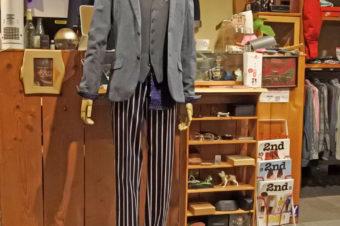 カジュアルな結婚式タキシード風スタイリング
