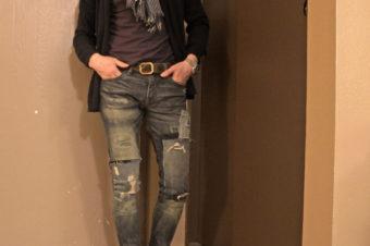 スキニーダメージジーンズを楽しむ